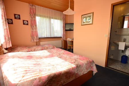 Zimmer C, Guesthouse (room C)
