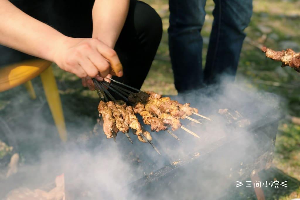 【肉自带】新疆特色烤羊肉串,全自助烧烤,烤出一手正宗羊肉串技能。烤肉的过程,口水直流。