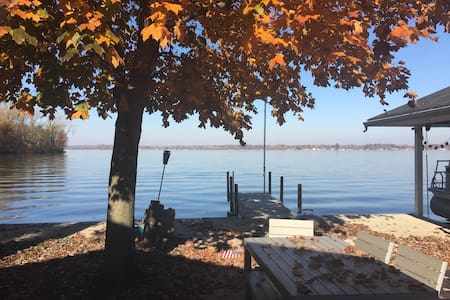 Sunsets- Indian Lake Island Cottage - 亨茨维尔(Huntsville)