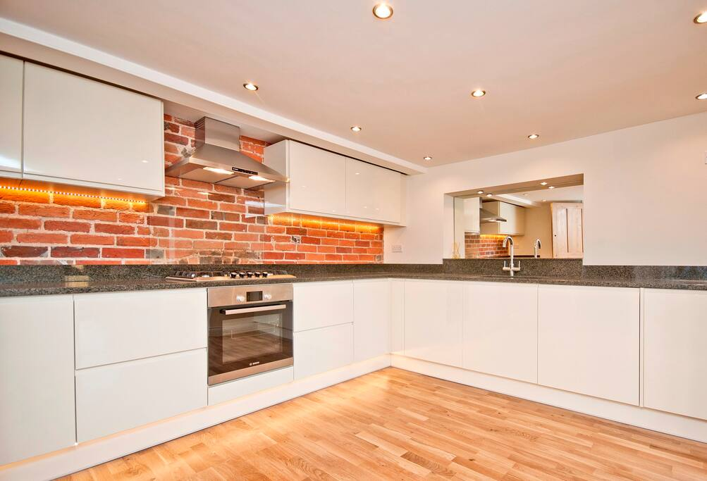 Contemporary kitchen with granite worktops and Bosch appliances