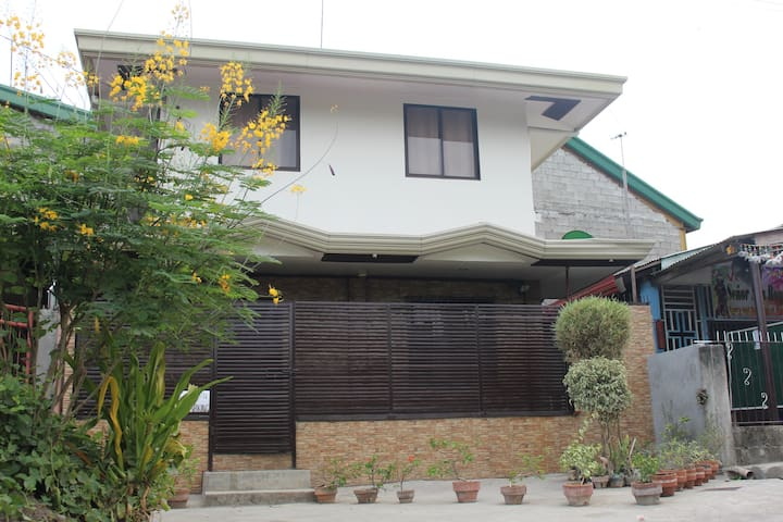 HANNAH's CRIB 2br house Strong wifi - Davao City