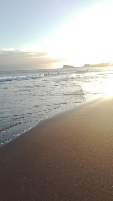Praia das Milícias: Ilhéu Rosto do Cão, perto da Vila Mar