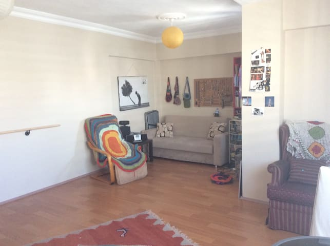 Central,roomy room with comfy couch - Cevat Paşa - Daire