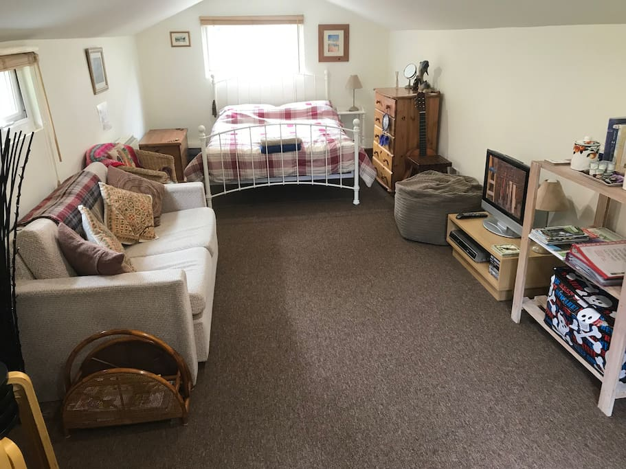 The comfortable accommodation has a double bed, sofa bed (2 persons), complimentary tea/coffee,Freeview TV & DVD (with some complimentary DVDs), Games , books/magazines , tourist information & clothes storage