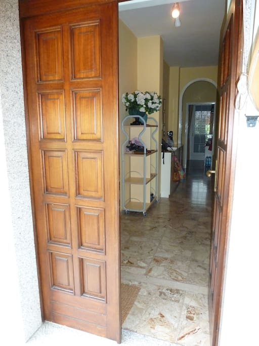 Entrance Marble floors throughout