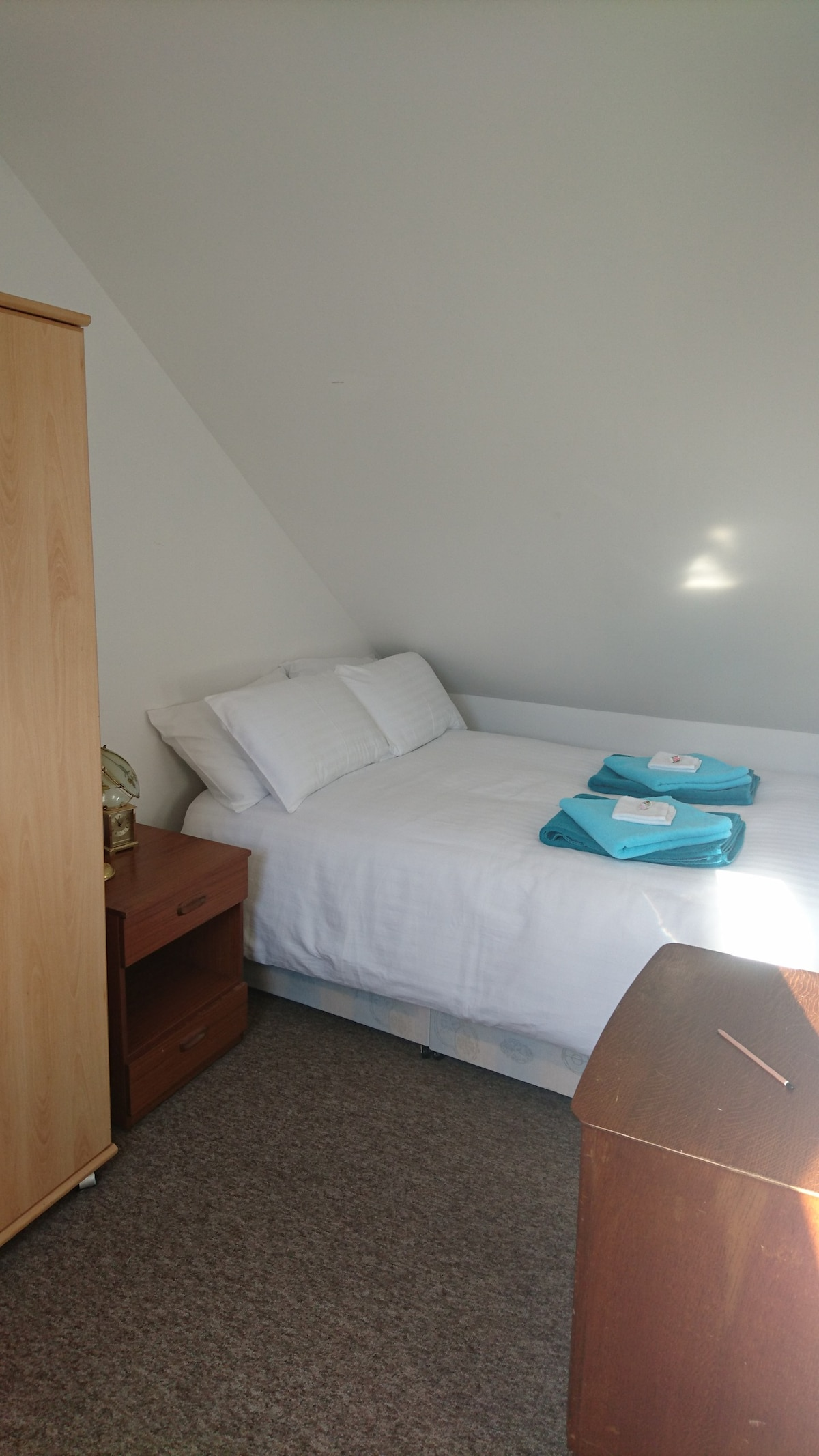 Chambre Mansardee Traduction: Beautiful double room few min walk ...