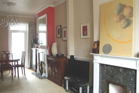 Chic double bedroom, great location!