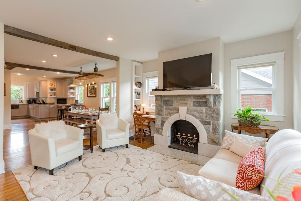 You'll walk into the airy & comfortable living space with plenty of seating for your group.