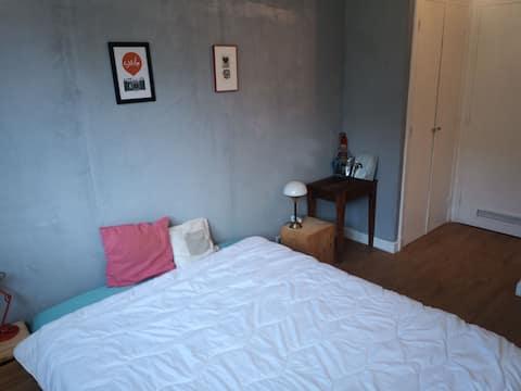 double chambre, accès indépendant rez de jardin.