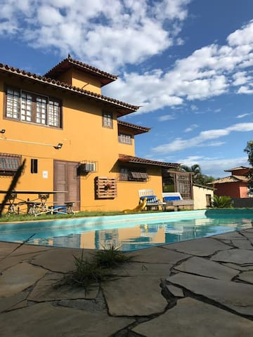 Suite c/ ar condicionado e piscina.