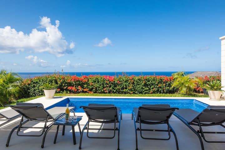Luxury 4-bedroom villa w/ stunning sea view & pool