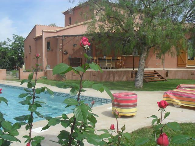 Villa tranquille avec piscine