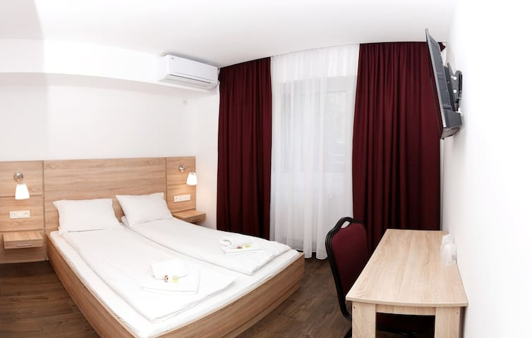 Cosy rooms near the airport - Otopeni - Bed & Breakfast