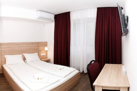 Cosy rooms near the airport - Otopeni - Wikt i opierunek
