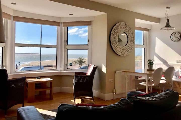 THE LOWER DECK pet friendly apartment Aberdovey