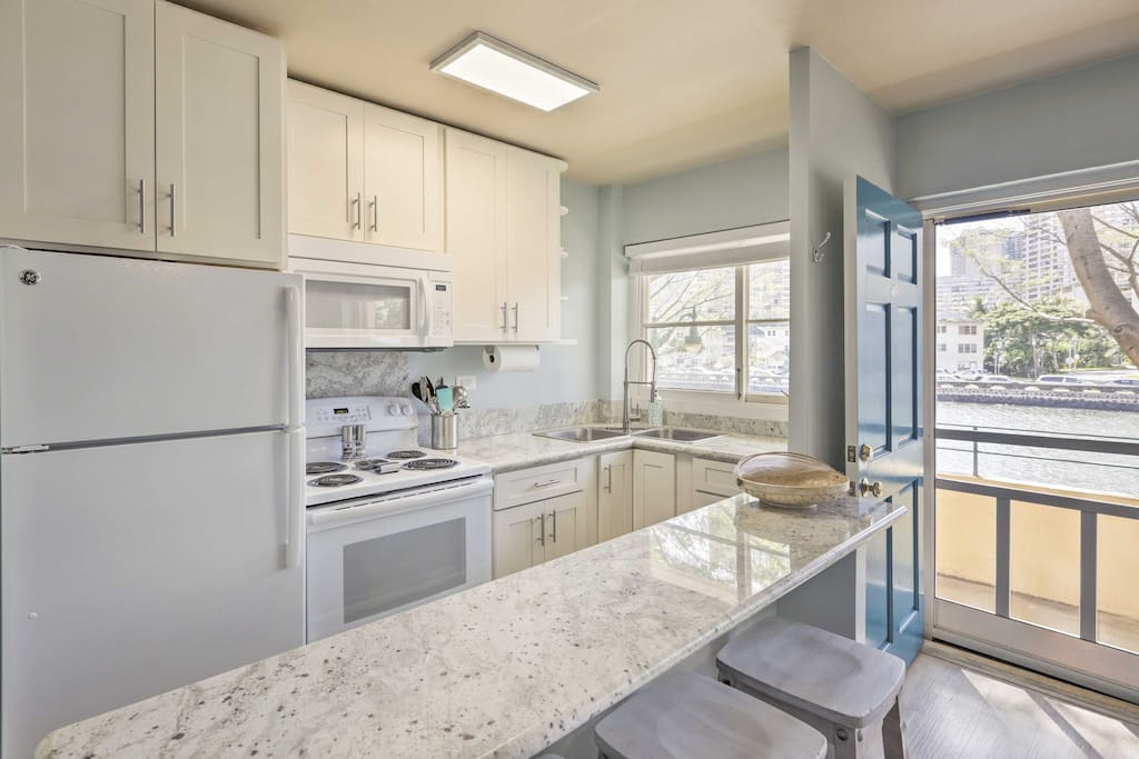The recently remodeled unit comfortably sleeps 4 guests and offers modern amenities including air conditioning.