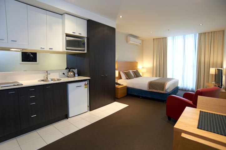 Amity Apartment Hotel - Studio Apartment