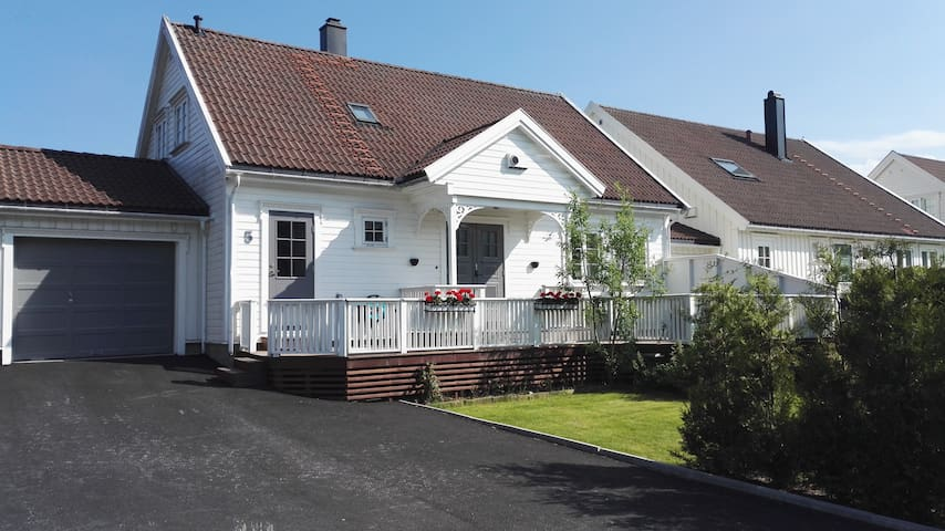 Koselig sørlandshus - Grimstad - Rumah