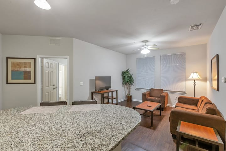Spacious 2BR in Tallahassee with Pool and Gym