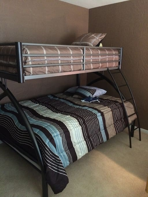 Double under single bunk beds in 2nd bedroom