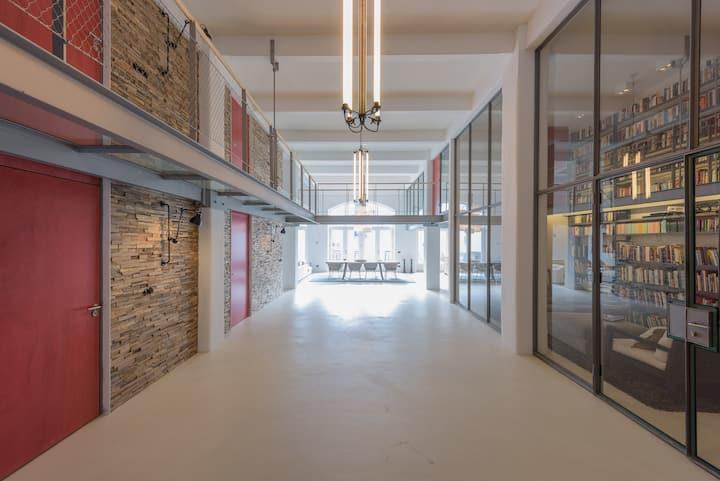 Industrial loft  on edge Jordaan/Prinseneiland