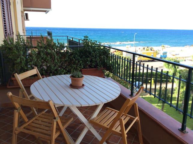 Appartamento panoramico sul mare - Falcone - Byt