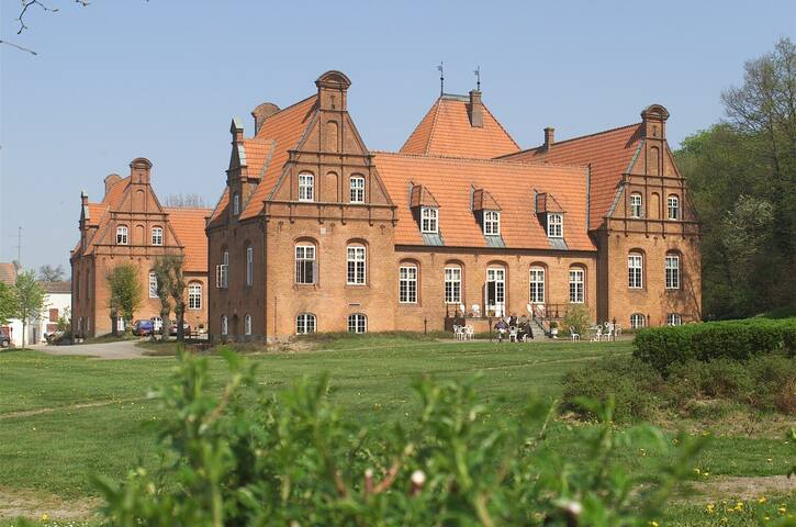 Sophiendal gods bolig  ved slottet