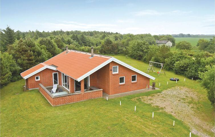Holiday cottage with 3 bedrooms on 155 m² in Spøttrup