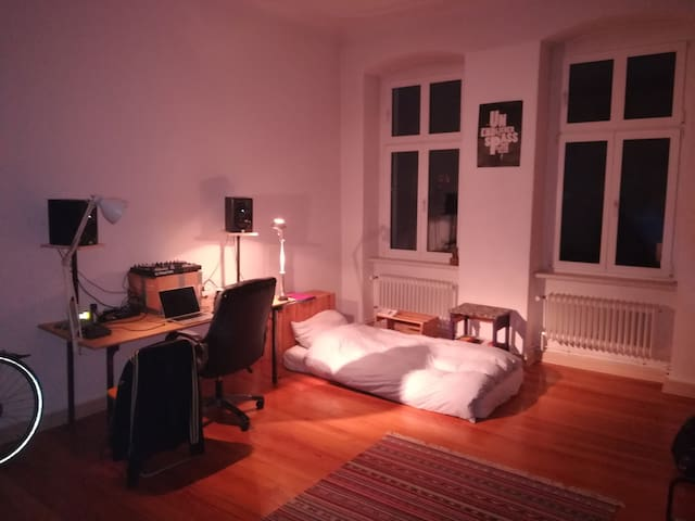 Big and cozy room in the heart of Moabit