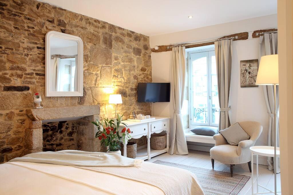 Bedroom TWO Aux Sabots Rouges