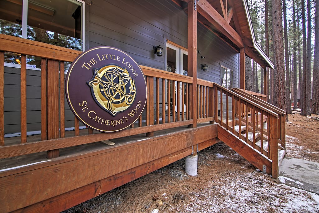 'Little Lodge' in St.  Catherine's Wood invites you to relax after days spent exploring the Lake Tahoe area.
