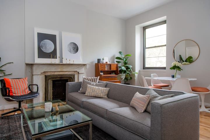 Sunny Apt in Historic Cobble Hill Brownstone