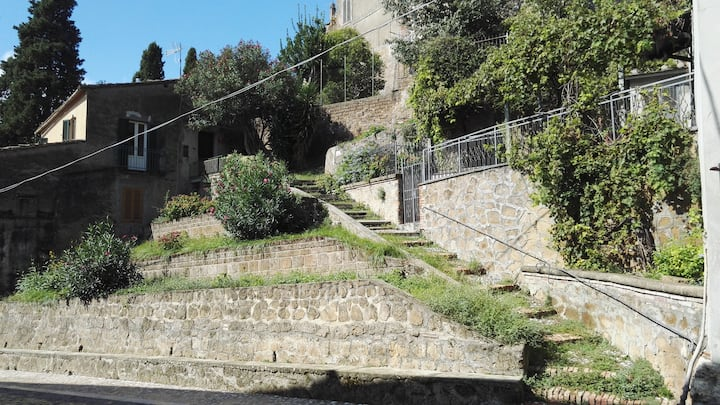 Lilium,pretty house between ancient Romans & wine