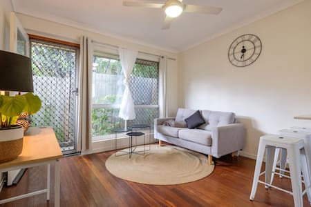 Best possible location. Modern 2BD - West End - Apartament