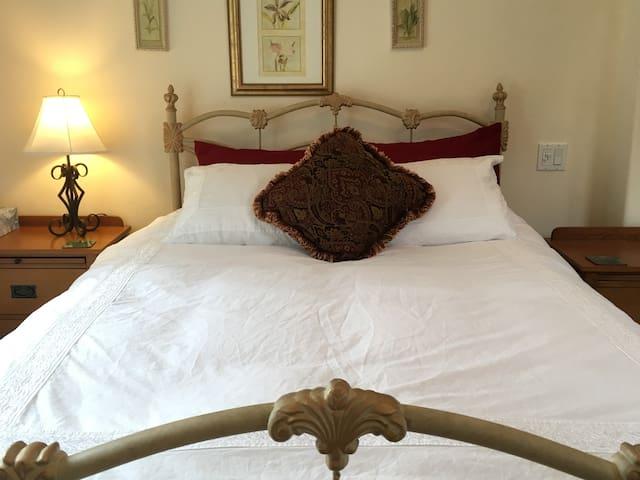 The SLO Getaway Pvt Entrance Qn Bed Full BA  Patio