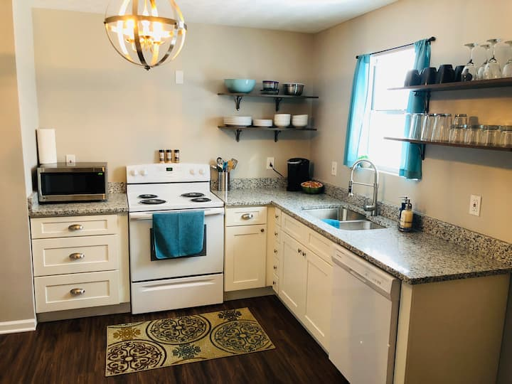 2 BR Fountain City Apartment - No Cleaning Fee