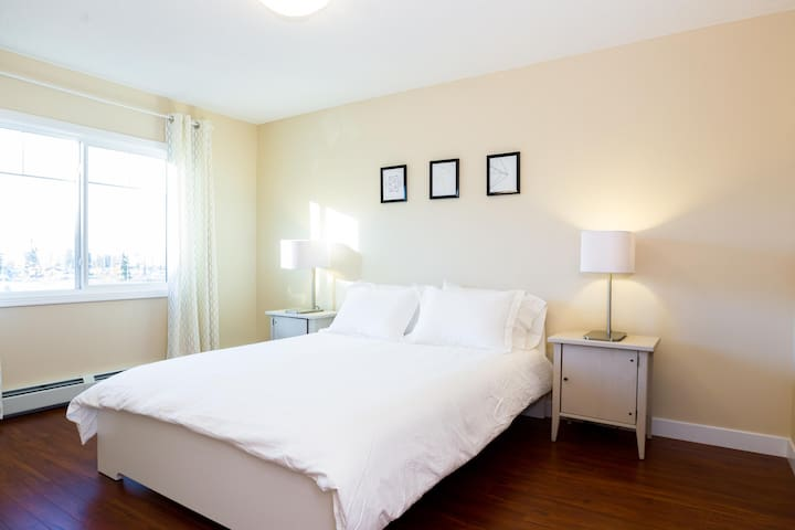 QUIET 2 BDRM Light & Refreshing Condo - Edmonton - Appartement