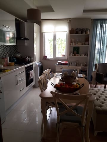 LOVELY HOME IN AN AMAZING REGION - Büyükçekmece - Departamento