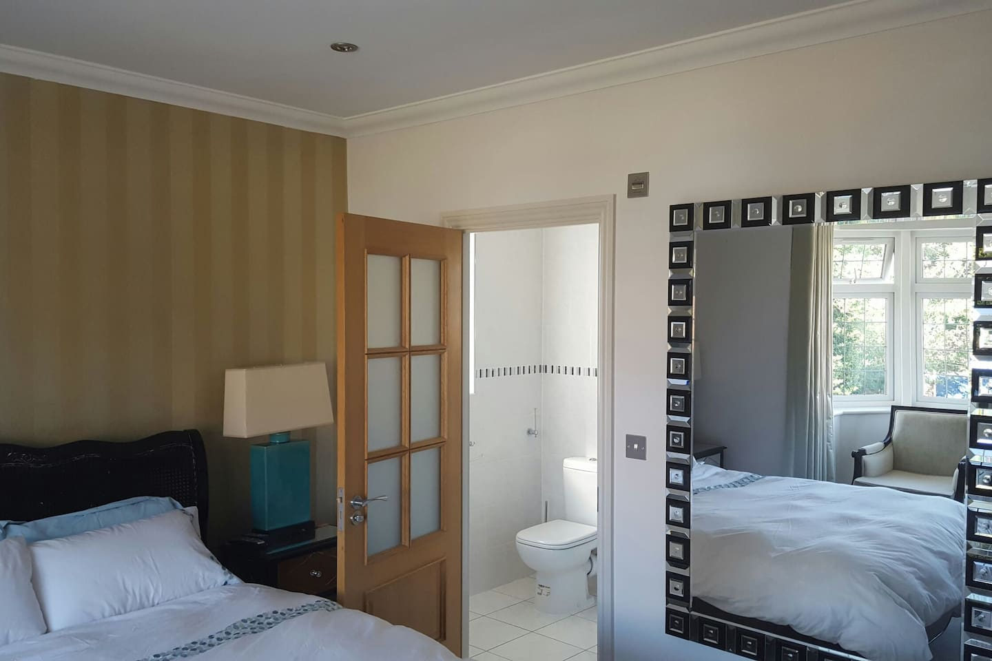 Luxury Kingsize Room with Ensuite, Large Mirror
