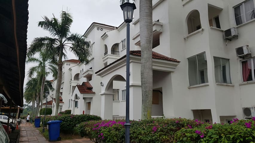 Spanish Villa Resort Homes - Seremban - Apartment
