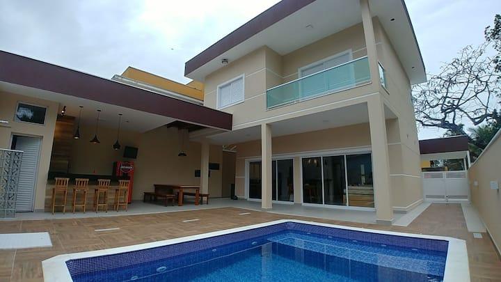 Casa Espetacular com Piscina em Cond a 900m Praia.