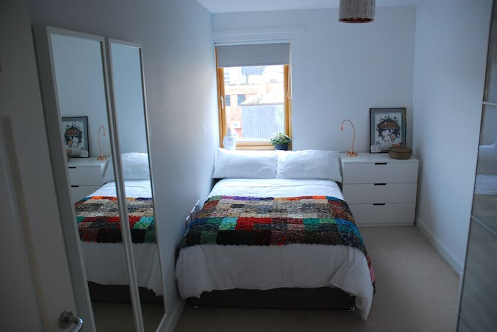 Clean & Tidy Double Bedroom in Central Bristol
