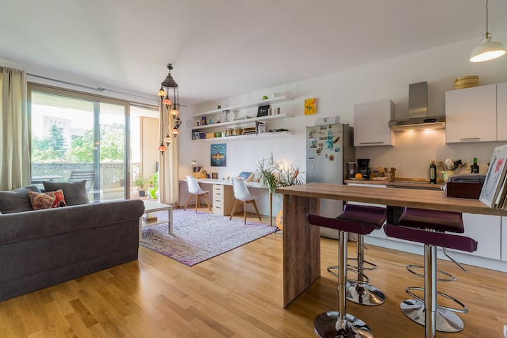 Beautiful Apartment w sunny Balcony in Kreuzberg