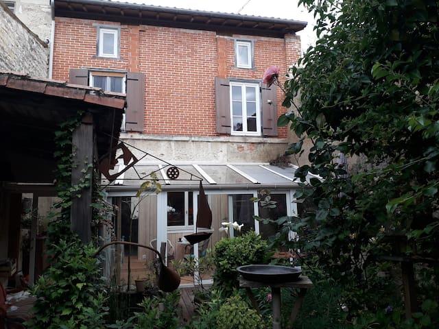 Maison  avec jardin dans le coeur historique