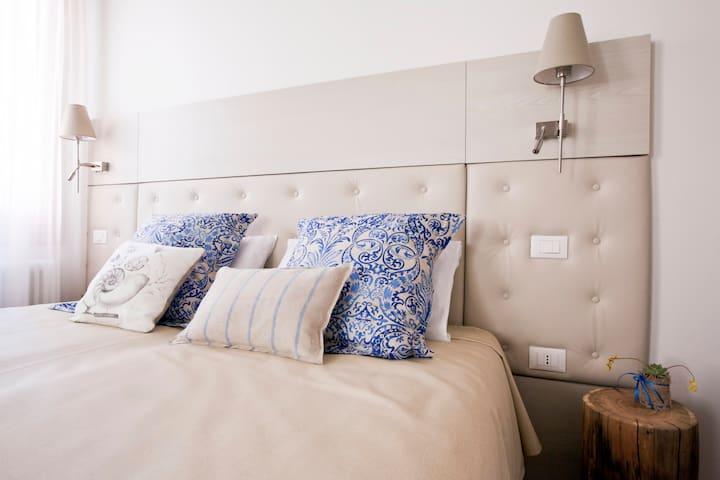 Batela Double Bedroom with Bathroom - Venezia - Bed & Breakfast