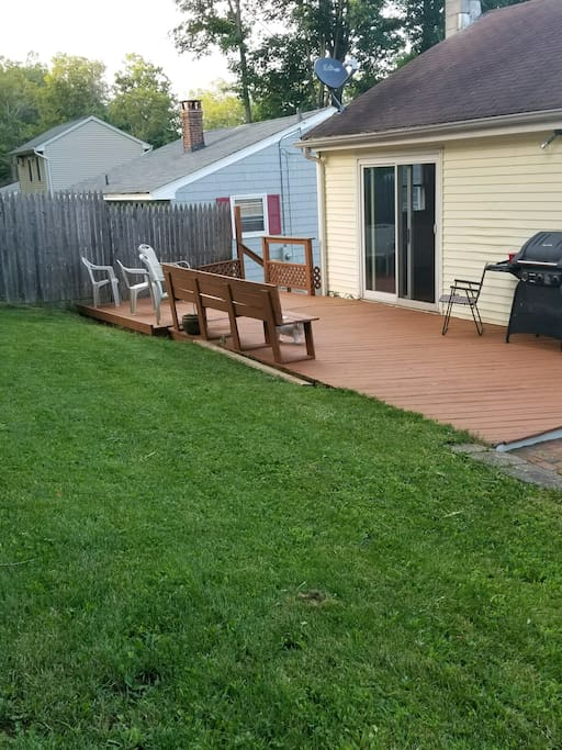 Wonderful yard with a gas grill, the perfect place to hang out and a great place for pets