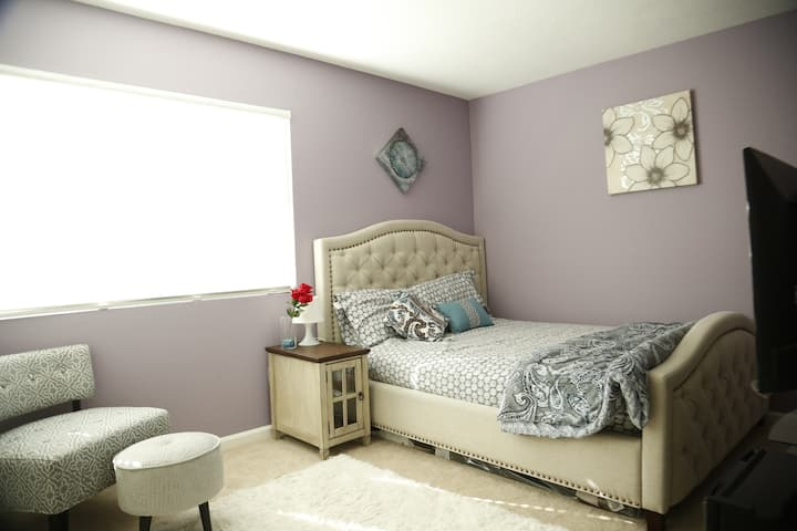 Cozy Bedroom with Queen Bed,Private TV in Milpitas