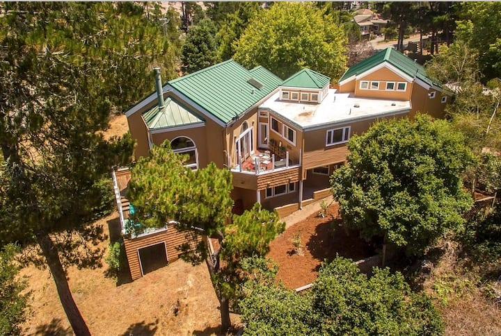 Hilltop Estate - Elegant and Inviting !!!
