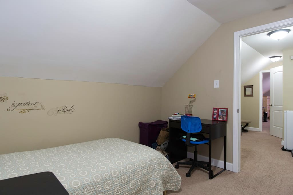 Comfortable room with desk to facilitate work and study.