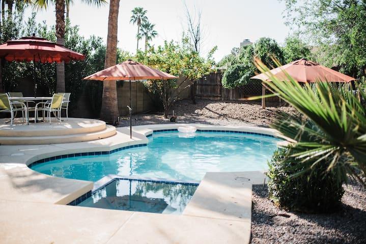PRIVATE CLEAN SPACIOUS 3BR, 3 Bath, loft & Pool